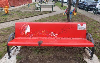 A Serino (AV) imbrattata, con escrementi, la Panchina Rossa dedicata a Nilde Iotti – FOTO, VIDEO IRPINIA TV & RASSEGNA STAMPA