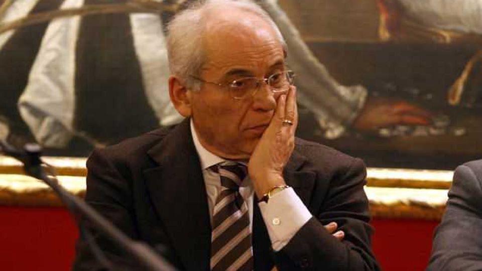 La vicinanza dell'On. Carmelo Conte a seguito dell'ennesimo sfregio alla Panchina Rossa dedicata a Nilde Iotti – APPROFONDIMENTO