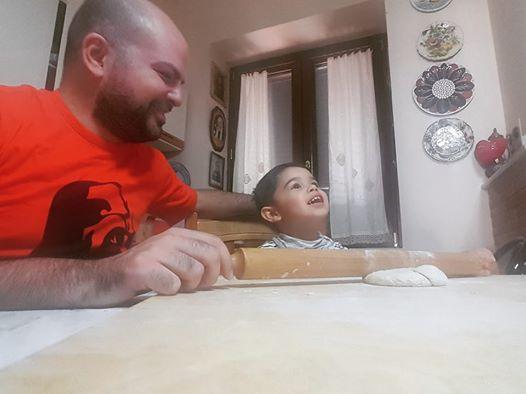 Ad esempio per me la felicità è impastare la pizza con il mio nipotino italo-svizzero Federico 🇮🇹❤🇨🇭
