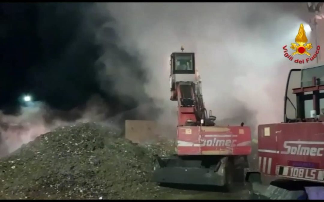 Ecoballe incendiate alla De.Fi.Am. di Serino, intervenuti Carabinieri e ARPAC- VIDEO IRPINIA TV & GALLERIA FOTOGRAFICA