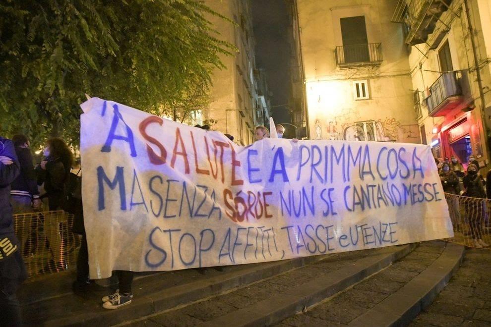 Manifestazione a Napoli contro il lockdown paventato da De Luca. Al fianco dei manifestanti e condanna ferma per i violenti! – VIDEO & APPROFONDIMENTO
